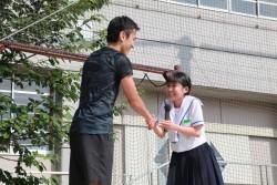 「一生分の元気をもらいました!」と笑顔でお礼を述べる熊本市立湖東中学校の生徒。
