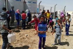 ユニセフはファルージャを逃れてカリディヤ、ハバニヤ・ツーリスト・シティ、アムリヤット・ファルージャのキャンプに避難している家族たちのため、安全な水を提供している。