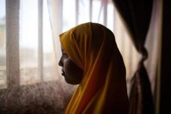 FGM/Cの施術を受けた12歳の少女。FGM/Cは違法となっているが、少女が暮らすコミュニティでは宗教上必要であると多くの人が信じており、依然としてFGM/Cの施術を受けさせる習慣が残っていた。(エチオピア)