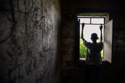 今年初め、武力グループから解放された14歳の男の子。現在は、南スーダンのユニティ州で、ユニセフが支援する学校に通っている。