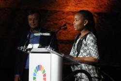 社会変革賞を受賞した、タンザニアのミシャーナ・イニシアティブの代表レベカ・ギューミ氏。