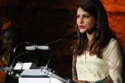 活動家賞を受賞した、パキスタンのサラ・サイード・クーラム医師。