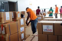 ポート・ロコの病院に到着した保健ケア物資。ここは、政府による保健イニシアティブが行われている国内1,200の施設のうちの一つ。