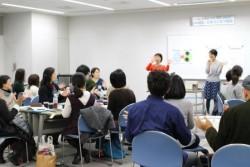 理論と実践の両面を網羅する初の試みとして実施した研修会には、北は北海道、南は九州から、66名の方々が参加。「理論と具体例、体験型の組み合わせがとてもよかった」、「今後の自分たちの支援のやり方をイメージしやすくなった」、「子どもと接する時、具体的にどうすればよいのかわかったので、災害時にもすぐに活用できる」、「今回はそれぞれの分野について短縮版の説明だったので、もっと詳しい研修を受けたい」などのお声を頂戴しました。