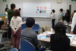 国立精神•神経医療研究センター・災害時こころの情報支援センターと日本ユニセフ協会が作成した「子どもにやさしい空間」ガイドブックの研修会は、2日間とも、「午前の部」に実施しました。「子どもにやさしい空間」研修会は、2015年7月の第1回(さいたま市)以降2016年11月までに、全国20カ所で開催。これまでの総受講者数は、480名にのぼります。