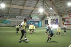 サッカー教室には、日ごろからユニセフ募金に協力してくださっているボーイスカウトとガールスカウトの子どもたちと、学校をあげてユニセフ募金に協力してくださっている会場近隣の小学校に通う子どもたちが招待されました。