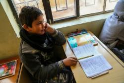 迫撃砲による攻撃で父親を亡くし、自身の片足も失ったハメッドくん。9月にファルージャに戻り、今は学校に通っている。