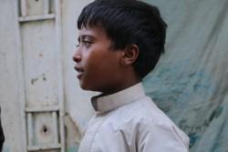 ファハドくんは内戦で避難生活を余儀なくされた140万人の子どもたちの一人。夢は、土木技師となって、町と国を再建すること。