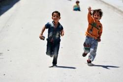 レスボス島にある保健センターで遊ぶ難民の子どもたち(2016年5月撮影)