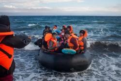 ギリシャのレスボス島にボートで到着した難民。(2015年9月撮影)