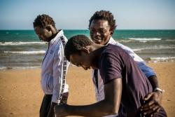 リビアを経由し、ガンビアからイタリアに逃れてきた男の子たち。(2016年5月撮影)