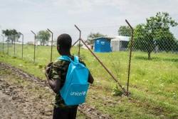 南スーダンで学校に通う元子ども兵士の男の子