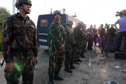 ハンガリーの公式な国境検問所以外からの入国を防ぐ警察と軍(2015年9月撮影)