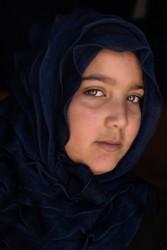 シリア難民のダイアナさん(13歳)は、レバノンのベッカー高原で暮らしています。家計を支えるために働いていて、学校に通えていないので、教室がどんな場所かも知りません。