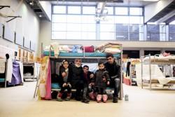 ベルリンの学校に滞在するシリア難民の家族(2015年12月撮影)