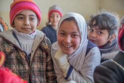 モスル東部で再開された学校に通う子どもたち(2017年1月23日撮影)