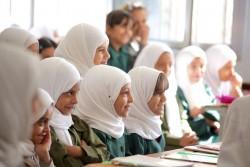 イエメン・サヌアの学校で授業を受ける子どもたち(2016年10月撮影)