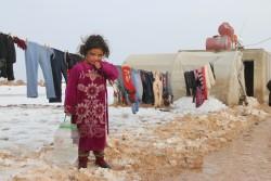 毎日水汲みをする国内避難民キャンプに滞在する6歳の女の子(2016年12月撮影)