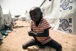 国内避難民キャンプに滞在する、ボコ・ハラムの脅威から逃れてきた男の子(ナイジェリア・ボルノ州)2016年11月撮影