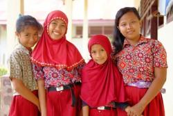 ユニセフの支援を受ける小学校の子どもたち (インドネシア・マムジュ)2016年2月撮影※本文との直接の関係はありません。