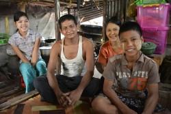 政府が運営する児童養護施設(※孤児院ツーリズムは行っていない)で1年間暮らした後、現在は、親類の元に戻って家庭的な環境で暮らしている14歳の男の子。
