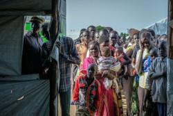 南スーダンからウガンダに到着した人たち(ウガンダ・コボコ県)