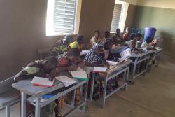 ユニセフの支援により、校舎で子どもたちは学べるようになりました。