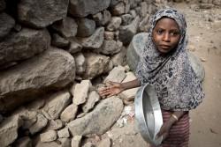 イエメンのサヌアで暮らす女の子