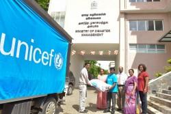 洪水の影響を受ける地域のため、支援物資を届けるユニセフ(スリランカ・コロンボ) 2017年5月29日撮影