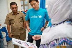 2014年12月、「スマトラ沖地震・津波」から10年目の被災地=インドネシアのバンダ・アチェを訪問された長谷部選手。