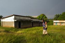 2017年3月の武力衝突で、被害を受けた小学校(2017年5月撮影)