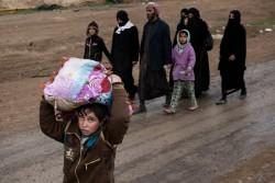 戦闘から逃れてきた人たち(イラク・モスル西部)2017年3月11日撮影