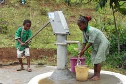 これまでのご支援によって、45ヶ所の井戸や給水施設、そして学校に142基のトイレがつくられました。