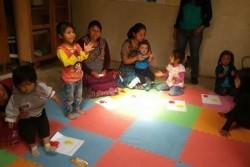 コミュニティー乳幼児センターは、家族が6歳未満の子供と交流する方法を学び、共有し、遊んで、学び、そしてタイムリーな刺激を学ぶことができるスペース。