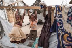 チャドの国内避難民キャンプで遊ぶ子どもたち (2017年4月23日撮影)
