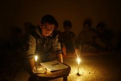 ガザでは、100万人の子どもたちが、1日に最大20時間の電気のない生活を続けている。