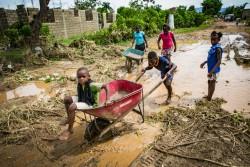 ハリケーン「イルマ」の被害が最も大きかった地域に住む子どもたち。(ハイチ・ワナマント)2017年9月8日撮影