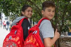 学校が終わり、家に帰るアフガニスタン難民の子どもたち。 (17歳、仮名)。(イピロス)2017年4月12日撮影