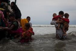 ボートで5時間かけ、避難してきたロヒンギャ難民の人たち。(2017年9月7日撮影)