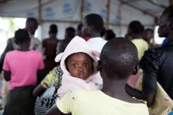 難民キャンプで開かれる、若い母親のためのカウンセリングの様子。(ウガンダ)2017年5月17日撮影
