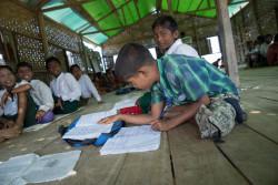ユニセフが支援する仮設教室での子どもたち。(2017年12月18日撮影)