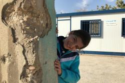 1年ぶりに学校に通えるようになった、11歳のワヒダちゃん。(2017年11月8日撮影)