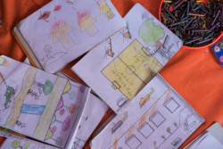 ロヒンギャ難民の子どもたちが描いた絵。