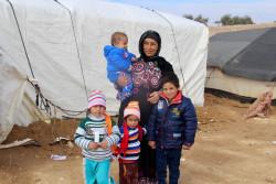 仮設テントに滞在する家族。(2016年12月撮影)