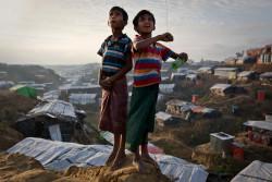 コックスバザールのロヒンギャ難民キャンプで暮らす子どもたち。
