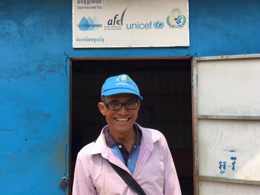水キオスクで、浄水と水容器詰め、地域への販売や配達を行っているソカーさん