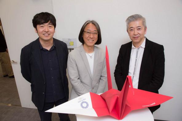 (右から) 京都造形芸術大学の並河進さん、福島デザインの福島治さん、HAKUHODO DESIGNの永井一史さん。ユニセフ「祈りのツリー」プロジェクトに続き、今回もクリエイティブ・ボランティアとしてPEACE ORIZURUを支えてくださっています。