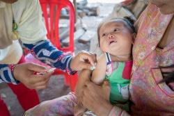 予防接種をうける生後9カ月のテアちゃん