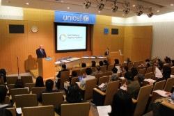 2018年4月27日、ユニセフハウスで開催された「ソリューションズ・サミット」参加報告会の様子。