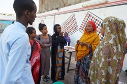 ユニセフは若者を対象にした「ライフスキル」プログラムを展開している。プログラムの中で、HIVに関するディスカッションも行われる(ジブチ)
